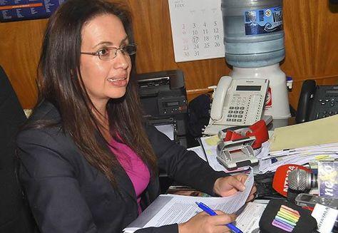 La exdirectora general de Migración, Cosset Estenssoro, en una pasada rueda de prensa. Foto: APG - archivo