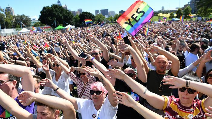 Australien Australier stimmen für die gleichgeschlechtliche Ehe (picture alliance/dpa/AAP/D. Moir)