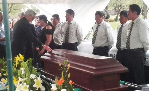 El último adiós del Vicepresidente a su madre en el campo santo en Cochabamba