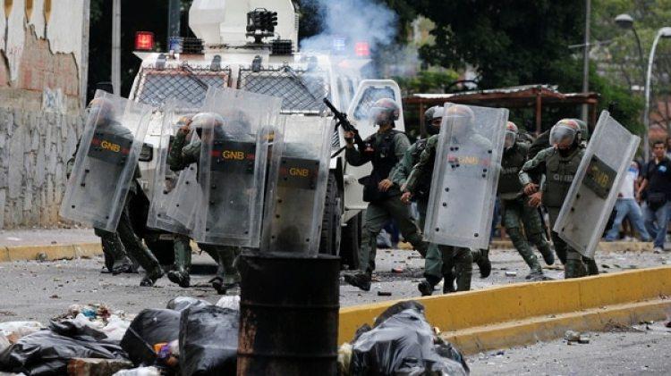 El régimen militar de Nicolás Maduro reprimió a la población civil (Reuters)
