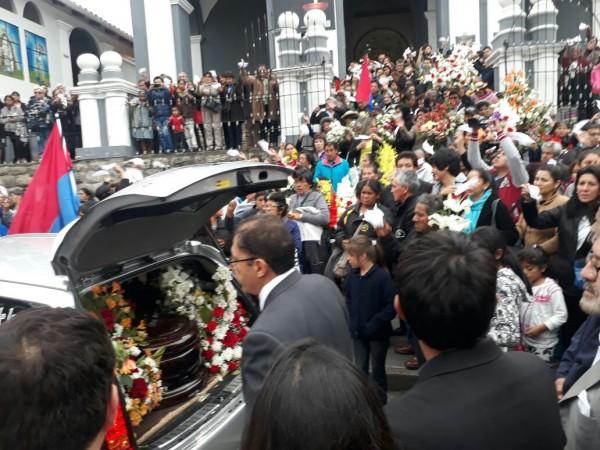 Cientos de personas le dieron el último adiós a Oscar 'Motete' Zamora Medinacelli. (Fides)