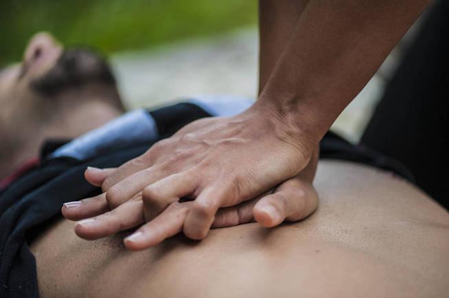 La maniobra de reanimación cardiopulmonar aumenta las posibilidades de supervivencia. (iStock)