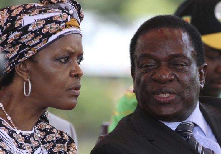 Mnangagwa junto a Grace Mugabe, esposa del dictador y principal rival en política hasta ahora (Reuters)