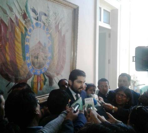 El procurador general del Estado, Pablo Menacho, en una rueda de prensa.