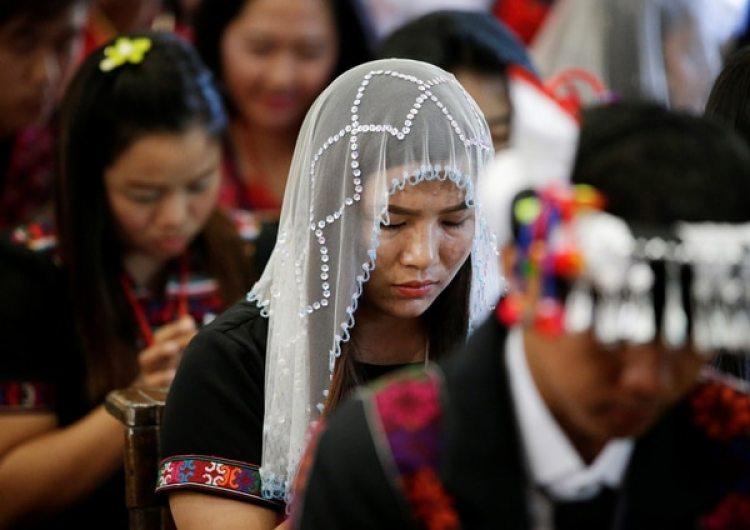 Una feligrés durante una misa celebrada por el papa Francisco. (REUTERS/Max Rossi)
