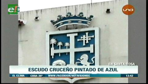 Escudo cruceño pintado de azul molesta a cívicos