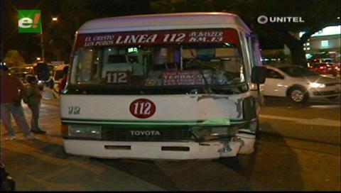 Triple colisión en la avenida Cristo Redentor deja un herido y dos detenidos