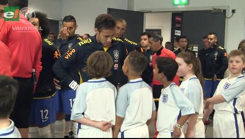 El curioso diálogo de Neymar con niños ingleses