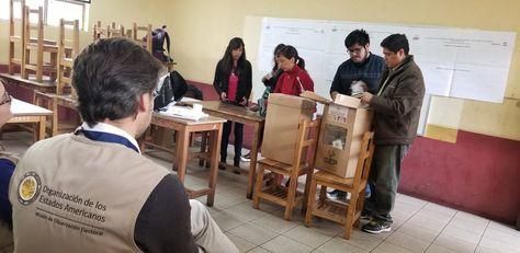 Un obervador de la OEA vigila el cierre de mesas y conteo de votos en EleccionesJudiciales.