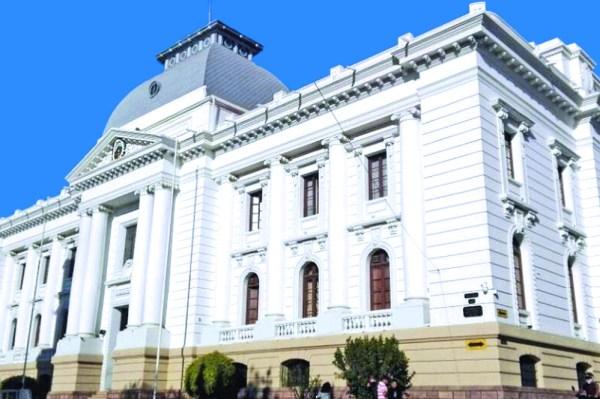 Magistrados deslegitimados deben resolver la crisis judicial