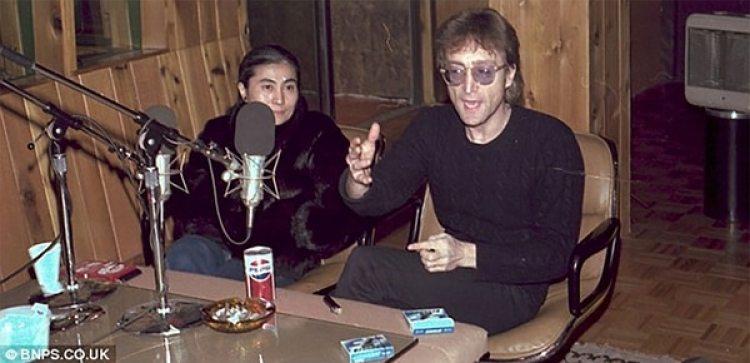Durante la mañana del 8 de diciembre de 1980, John y Yoko estuvieron en los estudios de RKO Radio Network para dar una entrevista en vivo en el programa del DJ Dave Sholin.
