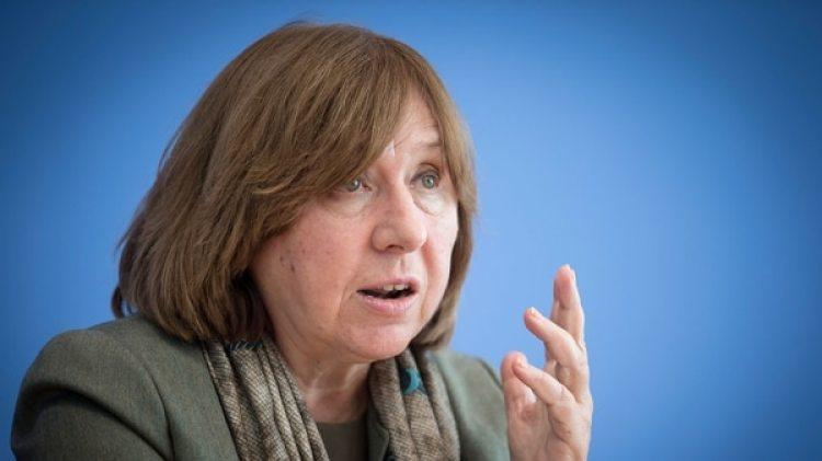 La periodista de investigación rusa Svetlana Alexievich, última mujer en ganar un premio Nobel, en este caso de Literatura (Getty)