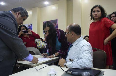 Médicos y Gobierno firma un acta de entendimiento.