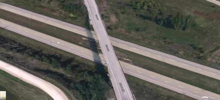 La intersección y la altura de la caída, observada por Google Maps