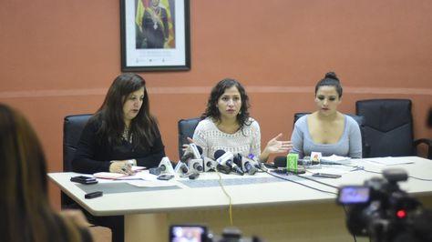 La ministra de Salud, Ariana Campero, (c) en conferencia de prensa. Foto:Ministerio de Salud