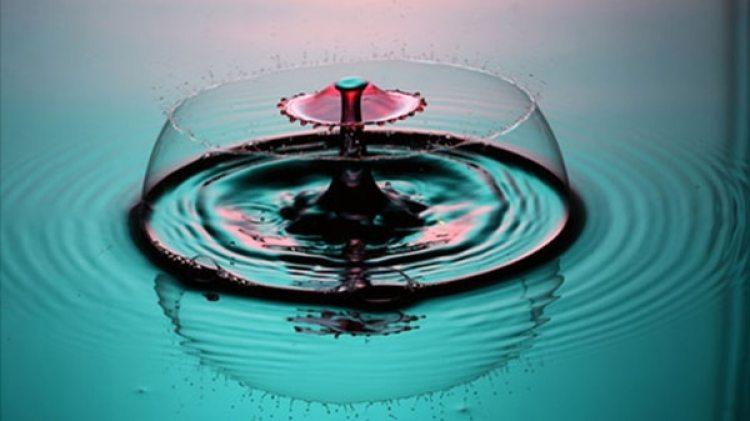 """Para conseguir las primeras """"gotas líquidas cuánticas"""" se creó una máquina que, mediante rayos láser, frena el movimiento de los átomos de dos gases para enfriarlos al máximo"""