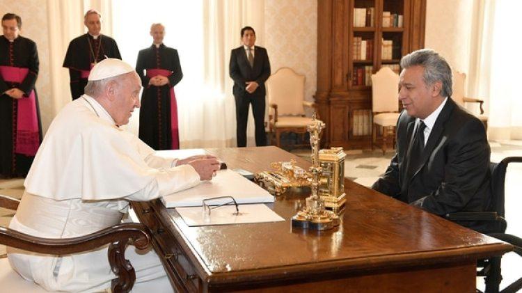El Papa Francisco junto al presidente ecuatoriano Lenín Moreno durante su visita al Vaticano el 16 de diciembre de 2017 (Reuters)