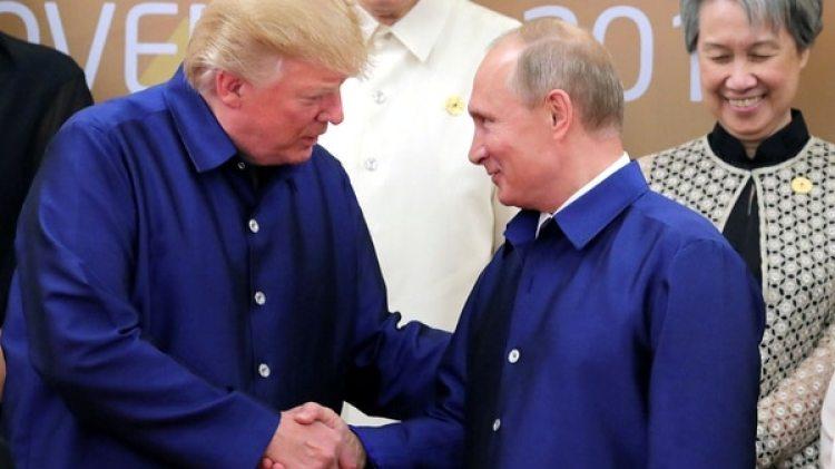 Donald Trump junto a Vladimir Putin (Reuters)