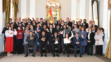 El presidente Evo Morales en la foto oficial con representantes diplomáticos. Foto:Cancillería