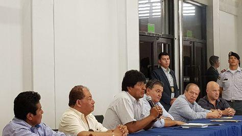 El presidente Evo Morales en la firma de acuerdo con los empresarios. Foto:Ministerio de Gobierno