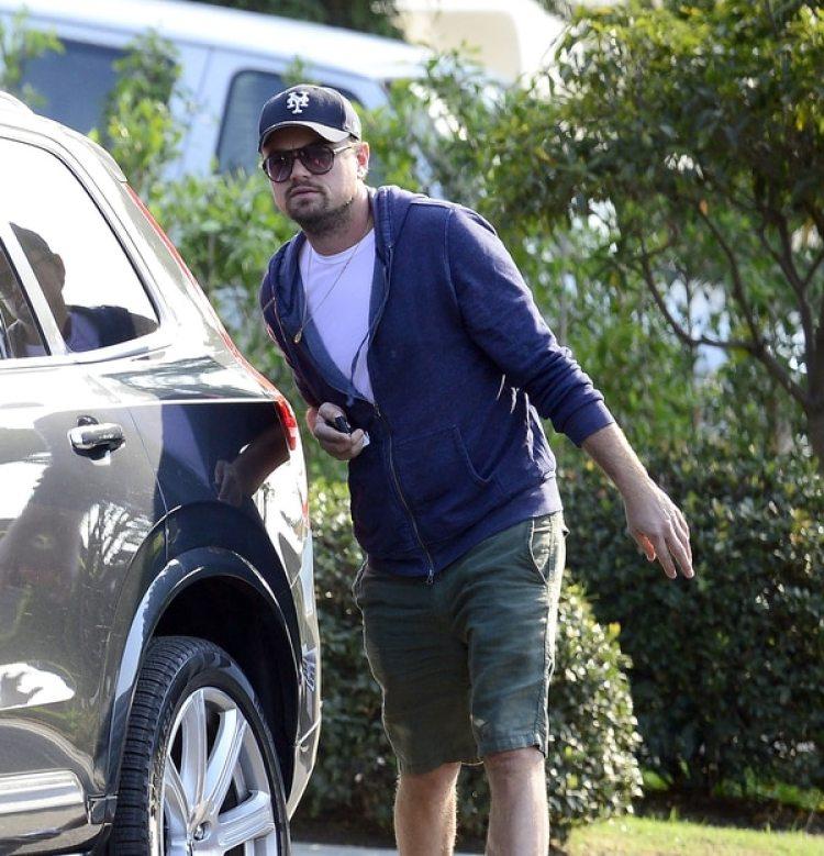 DiCaprio se retira de su propiedad (Grosby Group)