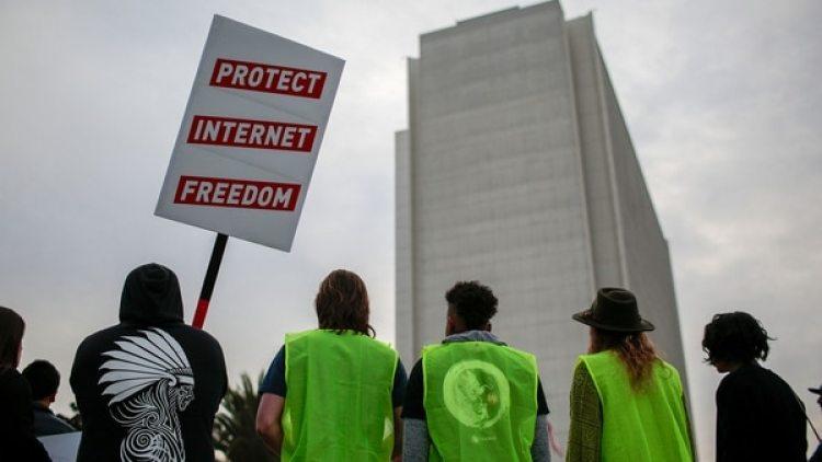 Trasla decisión de la FCC de los EE.UU. se abre el camino a una red con peajes. (Reuters)