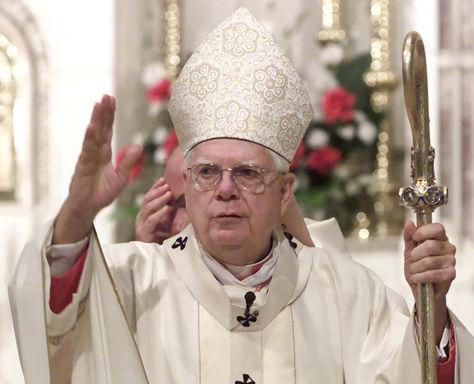 Bernard Law durante una celebración religiosa en 2002. Foto: Archivo AFP