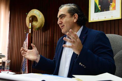 El viceministro de Autonomías, Hugo Siles, en una pasada entrevista. Foto: La Razón - archivo