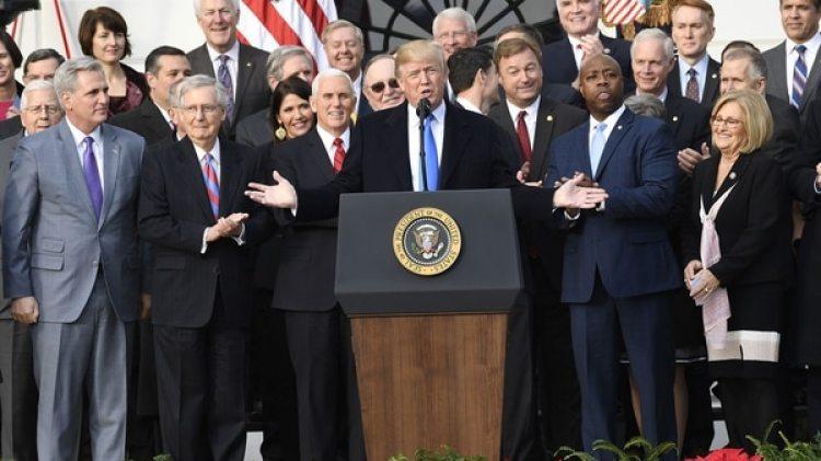 Donald Trump celebró la aprobación de su primera gran reforma, la impositiva