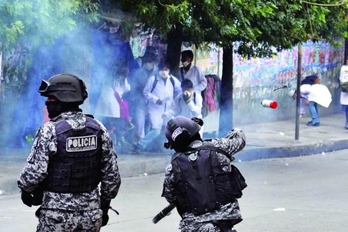 Enfrentamientos con ataques a instituciones dejan 17 heridos