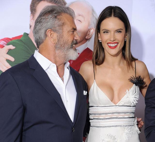 Mel Gibson y Alessandra Ambrosio en Reino Unido en la premiere de