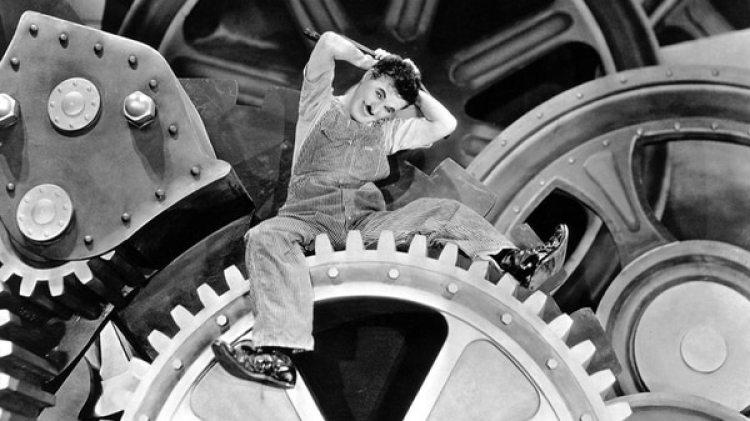 """Charles Chaplin en """"Tiempos modernos"""" (1936)"""
