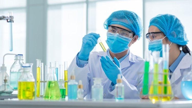 La nanomedicina es una rama de la nanotecnología que se especializa en el desarrollo de tratamientos, instrumentos, estructuras, dispositivos y fármacos de dimensiones nanométricas con un alto grado de precisión que combaten virus y bacterias (Getty)