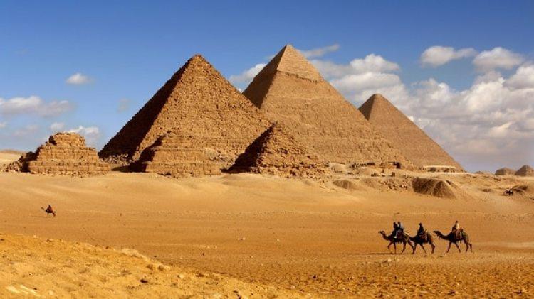 """El Departamento señaló en un comunicado que ya se conocía la existencia de """"numerosos huecos"""" dentro de las tres pirámides de Guiza, por lo que no se podía hablar de hallazgo o descubrimiento (Getty)"""