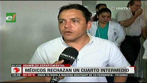 Médicos cruceños deciden negociar pero sin levantar sus movilizaciones
