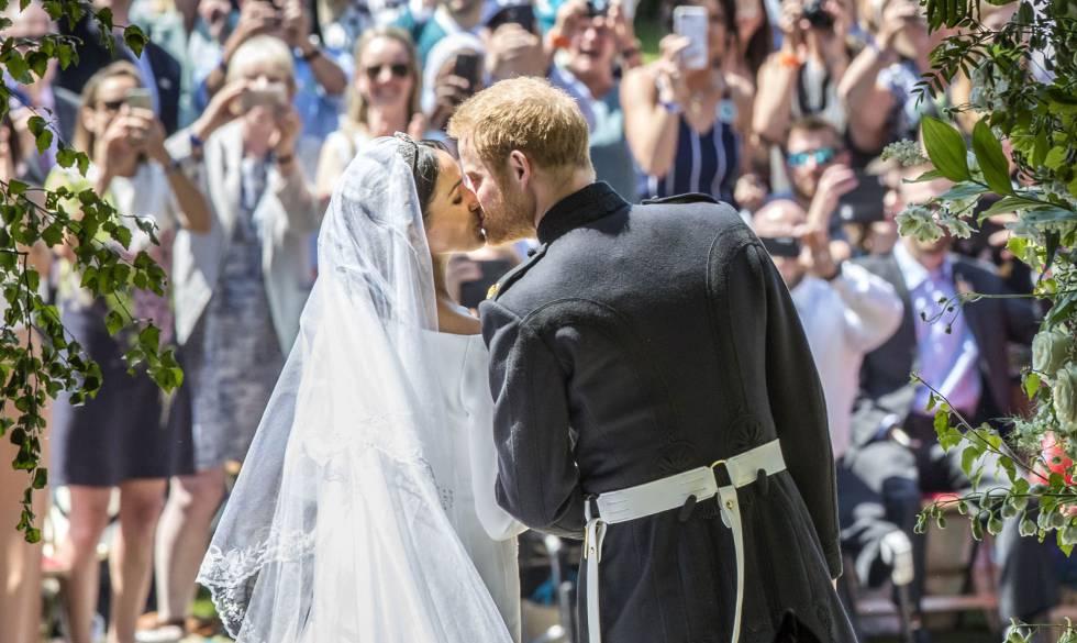 Enrique y Meghan a su salida de la capilla de San Jorge, en Windsor, el 19 de mayo de 2018.