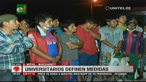 Universitarios levantan bloqueos en Macharetí y vuelven a Sucre