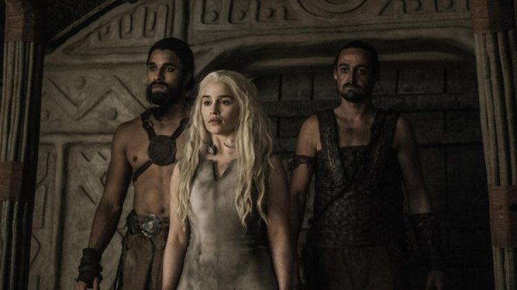 Emilia Clarke y Jason Momoa interpretan a Daenerys Targaryen y a Khal Drogo en Game of Thrones