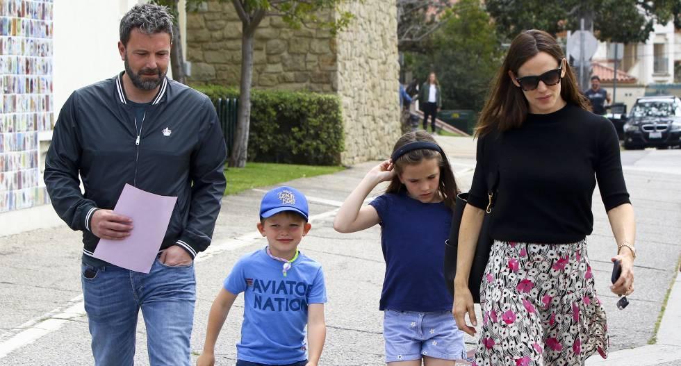 Ben Alleck y Jennifer Garner con sus hijos Seraphina y Samuel, en Los Ángeles.