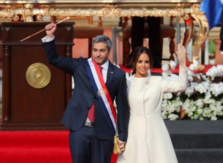 Mario Abdo Benitezy Silvana Lopez Moreira. (REUTERS/Marcos Brindicci)