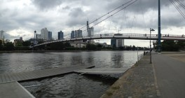 Pedestrian bridge over the Main in Frankfurt.