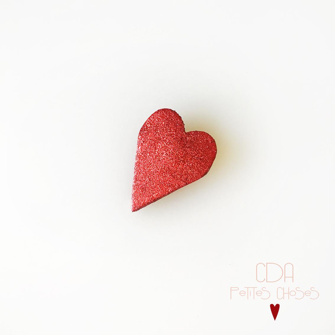 Broche en cuir et pailletes rouge forme coeur CDA Petites Choses