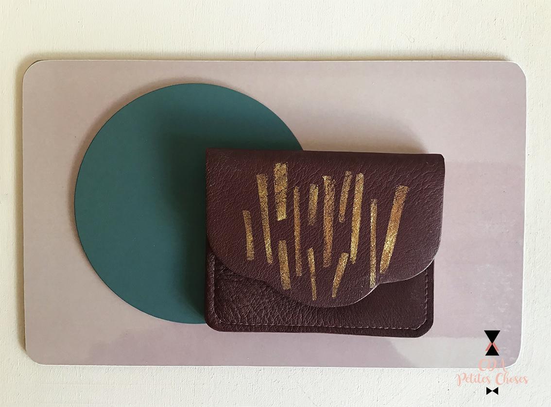 porte carte en cuir burgundy et feuille d'or