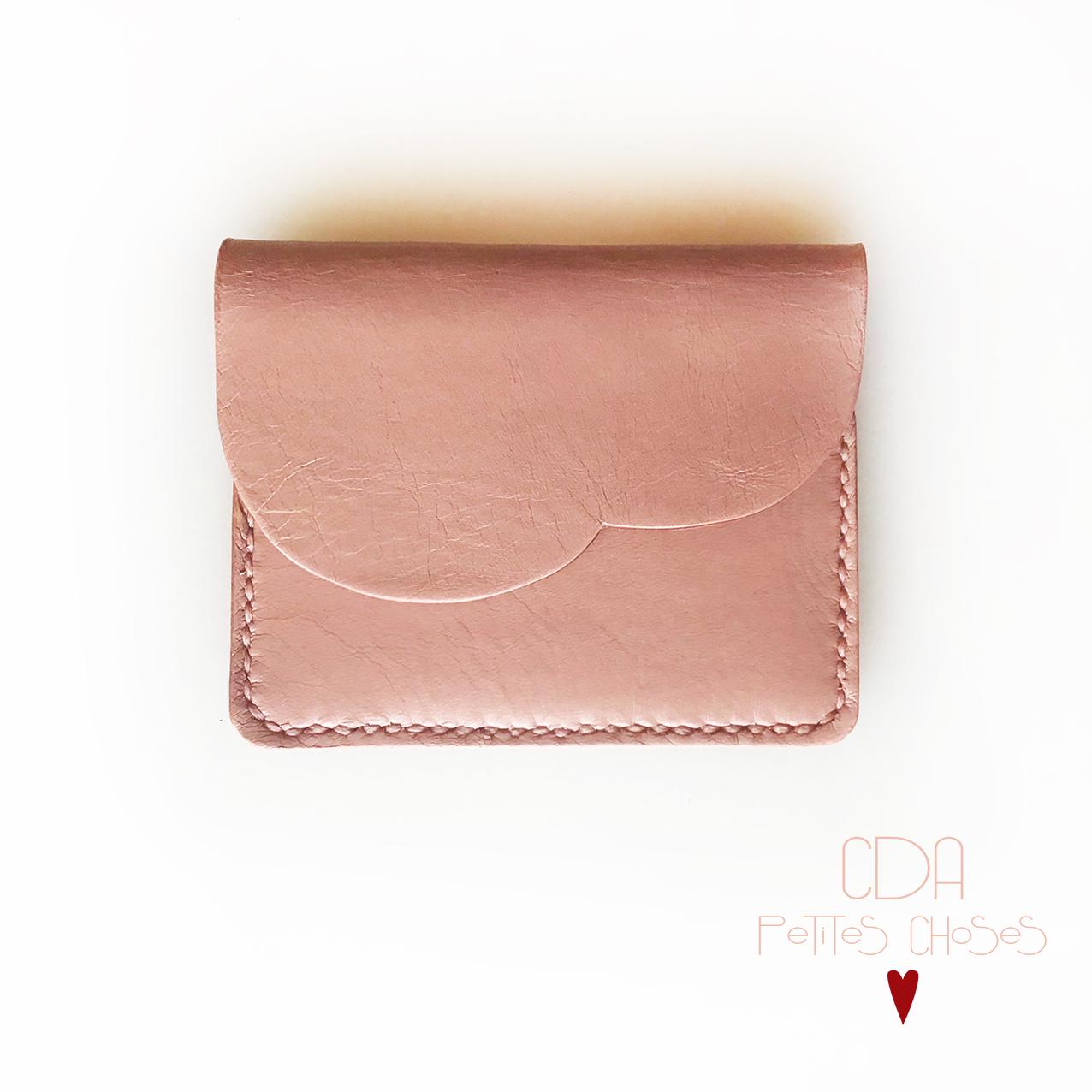 Porte carte à rabat forme nuage en cuir vieux rose CDA Petites Choses