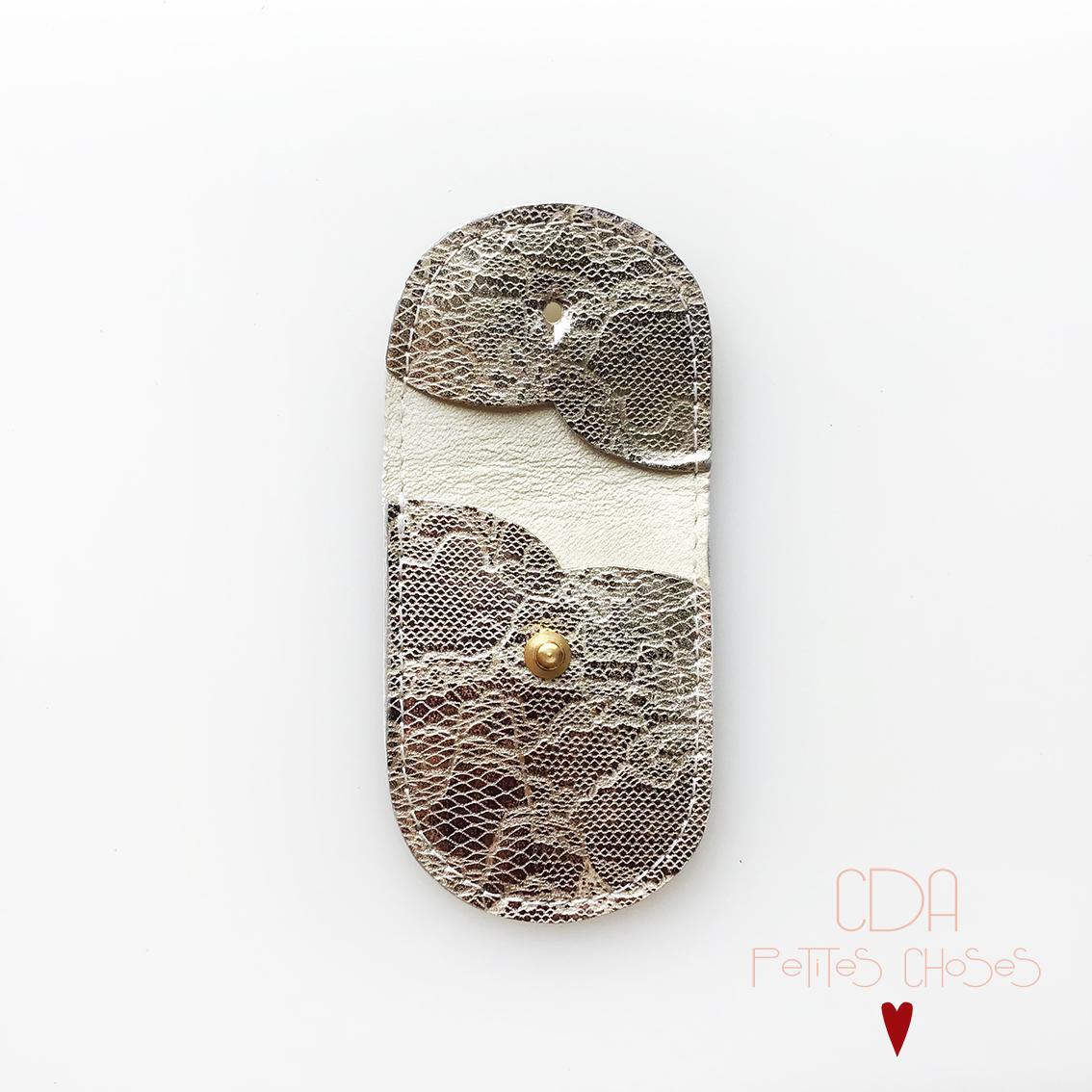 mini-pochette-en-cuir-embosse-dentelle-2 CDA Petites Choses