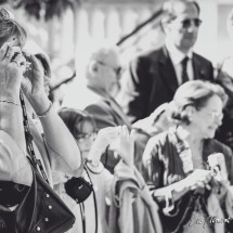 Photographie des invités - mariage - sortie de l'église