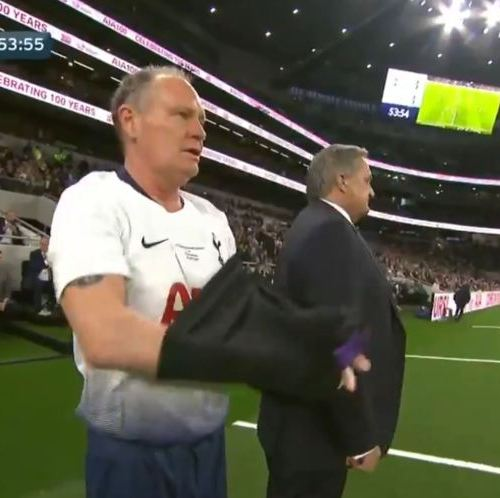 Video: Paul Gascoigne gets standing ovation as he plays for Tottenham Hotspur Legends against Inter