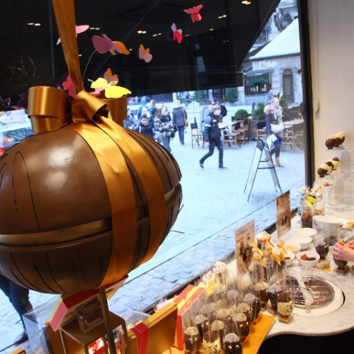 Godiva to move beyond chocolate