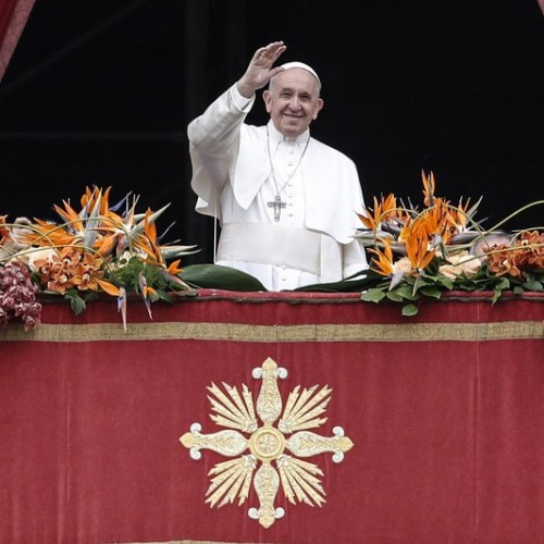 Pope Francis prays that the light of the Risen Christ shines in the darkness of conflicts around the world