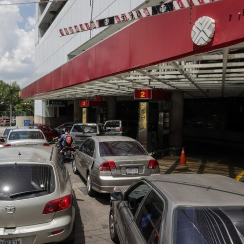 Fuel shortages lead to long queues in Venezuela